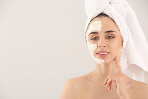 ¿Por qué el ácido hialurónico contribuye al cuidado de la piel?