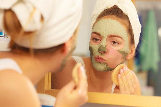 Aprende a exfoliar tu piel sensible sin daños colaterales