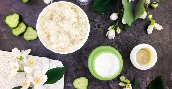 ¿Son los cosméticos naturales más seguros para la piel sensible?