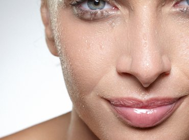 Consejos, rutinas y trucos para hidratar tu piel sensible