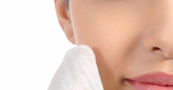 ¿Cómo desmaquillar correctamente el rostro?