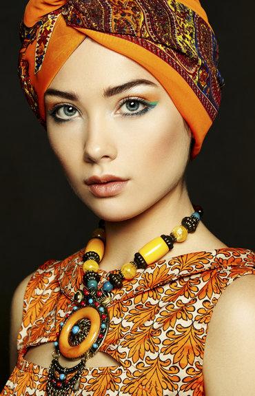 Turbantes a la moda: protege tu cabello del sol