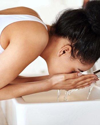 ¿Qué puede hacer el agua dura en tu piel y cómo puedes protegerte?