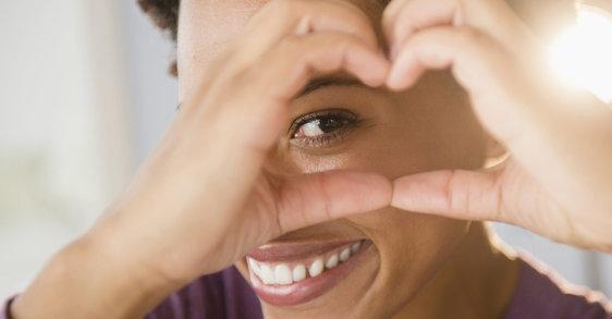 Cómo aplicar crema de contorno de ojos