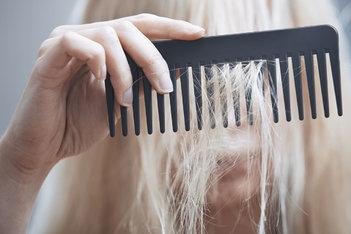 Caída de cabello vs. debilitamiento: ¿cúal es la diferencia?
